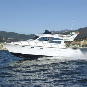 barco cabinado intraborda / diésel / con fly / 14 personas máx.