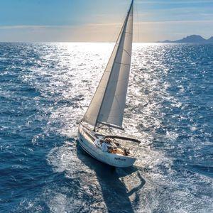 monocasco / de crucero / de regata / con popa abierta