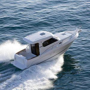 barco de pesca-crucero intraborda / bimotor / con caseta de timón / 8 personas máx.