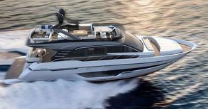 yate a motor de crucero / con fly / línea de eje / con 3 o 4 camarotes