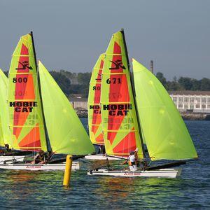 catamarán deportivo de regata / para escuela / múltiple / spinnaker asimétrico