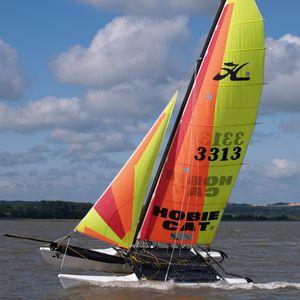 catamarán deportivo de recreo / para escuela / múltiple / spinnaker asimétrico