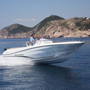 barco open fueraborda / con consola central / de pesca deportiva / 9 personas máx.