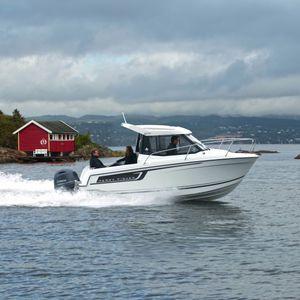 day-cruiser fueraborda / con cockpit cerrado / con hard-top / de pesca deportiva