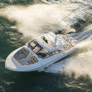 barco cabinado fueraborda / trimotor / con hard-top / con doble consola