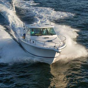 barco cabinado fueraborda / trimotor / con hard-top / offshore