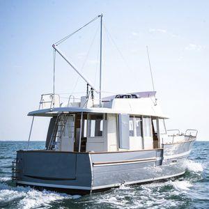 trawler intraborda / de semidesplazamiento / con fly / con caseta de timón