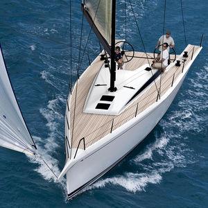 velero de crucero / clásico / de regata / con popa abierta