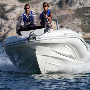 embarcación neumática fueraborda / semirrígida / con consola lateral / open