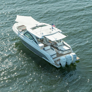 barco cabinado fueraborda / trimotor / con hard-top / bow-rider