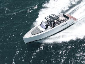 barco cabinado intraborda / open / con consola central / de crucero