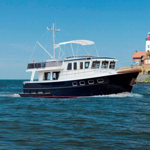 trawler intraborda / con fly / fluvial / de acero