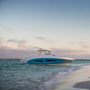 barco cabinado fueraborda / bimotor / con hard-top / open