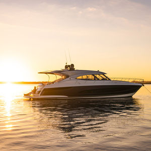 yate a motor de crucero / de deporte / offshore / con hard-top