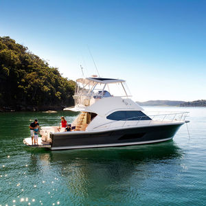 yate a motor de crucero / offshore / de pesca deportiva / con fly