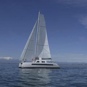 yate de vela catamarán / de gran crucero / con popa abierta / con 3 o 4 camarotes