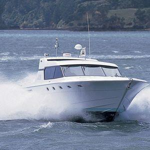 yate a motor de crucero / de deporte / con hard-top / PRV