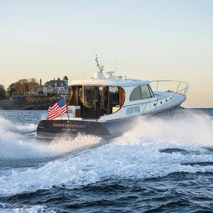 yate a motor de crucero / lobster / con caseta de timón / hidrojet