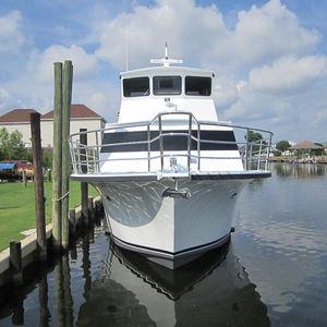 yate a motor de pesca / de buceo / raised pilothouse / de desplazamiento