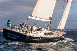 yate de vela de regata y crucero / con popa abierta / con 5 camarotes / con doble rueda de timón