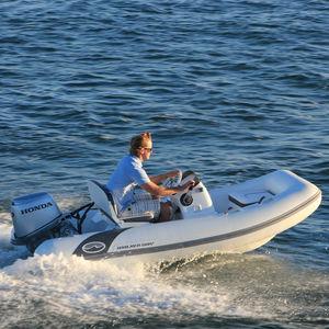 embarcación neumática fueraborda / semirrígida / con consola lateral / 5 personas máx.