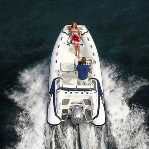 embarcación neumática fueraborda / RIB / con consola lateral / de deporte