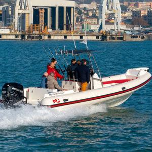 embarcación neumática fueraborda / semirrígida / con consola central / de pesca deportiva
