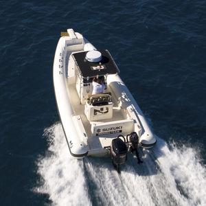 embarcación neumática fueraborda / semirrígida / con consola central / open
