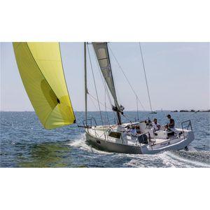 velero de crucero rápido / con popa abierta / de fibra de vidrio / con 2 o 3 camarotes