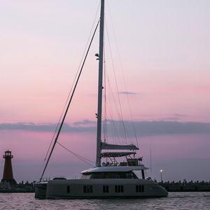 yate de vela catamarán / de chárter / con popa abierta / con fly