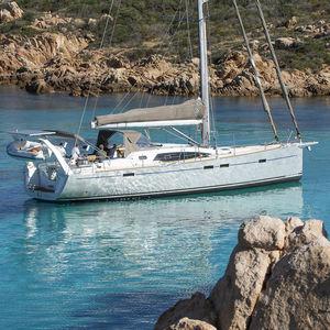 monocasco / de gran crucero / con popa abierta / con deck saloon
