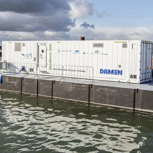 sistema de tratamiento de aguas de lastre / para buque / con contenedor