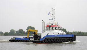 buque multiusos remolcador / costero
