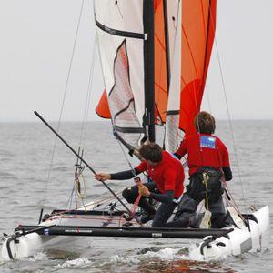 catamarán deportivo de regata / doble / trapecio simple / spinnaker asimétrico