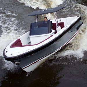 barco open intraborda / con consola central / open / de pesca deportiva