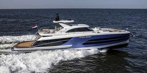 yate a motor de crucero / con hard-top / IPS / de aluminio