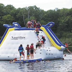 juego acuático tobogán / muro de escalada / salto de altura / inflable