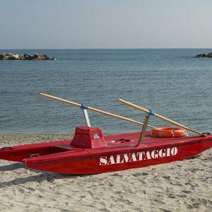 catamarán de remos de salvamento