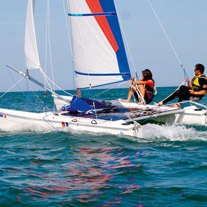 catamarán deportivo de recreo / para escuela / doble / doble trapecio