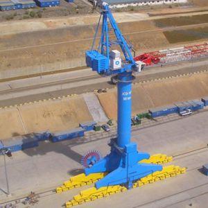 grúa para astillero naval / sobre carril / tipo Level Luffing