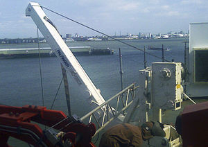 pescante para buque / para balsa salvavidas / de gravedad
