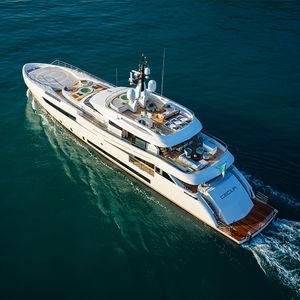 megayate de crucero / raised pilothouse / de aluminio / con 8 camarotes