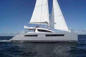 yate de vela catamarán / de gran crucero / con fly / con 4 camarotes