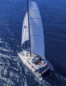 yate de vela catamarán / de gran crucero / con fly / con 4 o 5 camarotes
