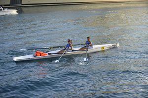 barco de remo de competición / doble scull