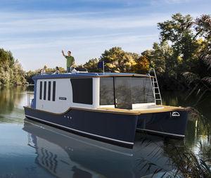 barco cabinado catamarán