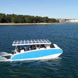 barco open eléctrico de energía solar / catamarán / fueraborda / con consola central