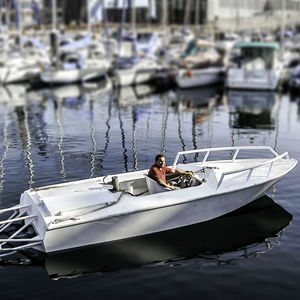 barco open hidrojet / con consola central / open / de pesca deportiva