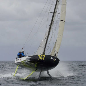 monocasco / de ocean racing / con popa abierta / con foil