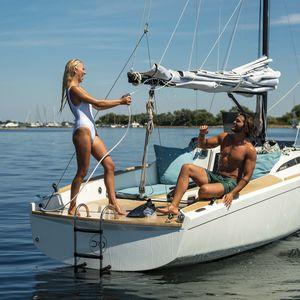 velero de crucero rápido / de crucero costero / de chárter / de regata y crucero